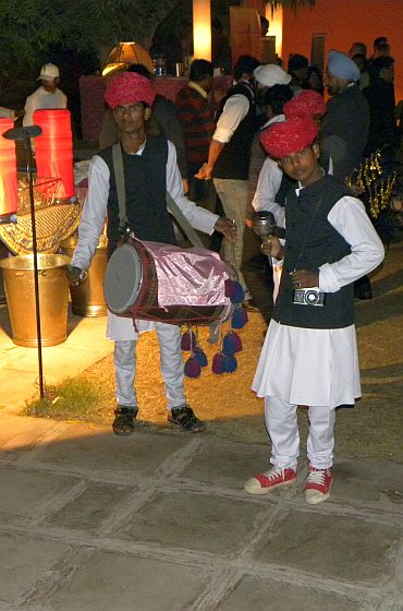 Folk performers at the Diggi Palace
