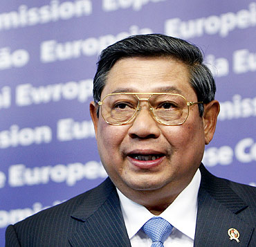 President Yudhoyono answers questions at a news conference following a meeting with European Commission President Jose Manuel Barroso at EC headquarters in Brussels