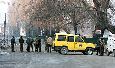 R-Day in Kashmir: Empty streets and jammed networks