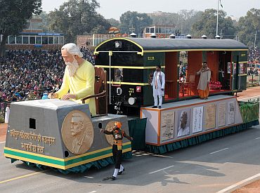 The tableau of Ministry of Railways passes through Rajpath