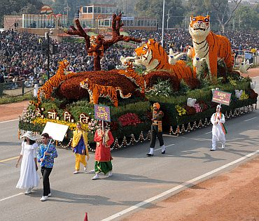 The tableau of Central Public Works Department passes through Rajpath
