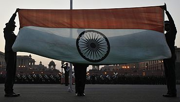 Spectacular Beating Retreat enthralls New Delhi