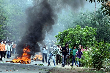 Andhra continues to remain tense over the Telangana issue