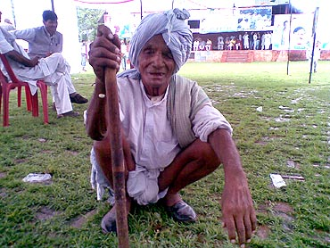Ram Chadda, a farmer, believes that if Congress came to power, Gandhi would give them back their land.