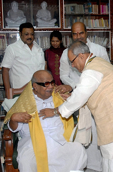 Pranab Mukherjee with BMK chief Karunanidhi during a meeting in Chennai