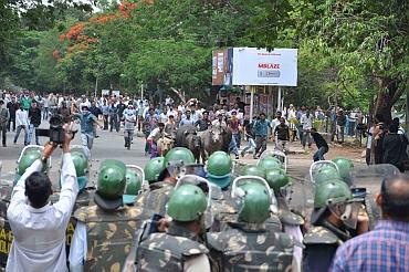 Pro-Telangana students protest outside Osamania University