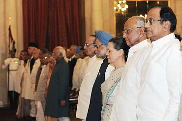 Vice President Mohd Hamid Ansari, Prime Minister Dr Manmohan Singh, Chairperson, National Advisory Council, Sonia Gandhi and other dignitaries at the swearing-in ceremony of the Union Council of Ministers at Rashtrapati Bhavan