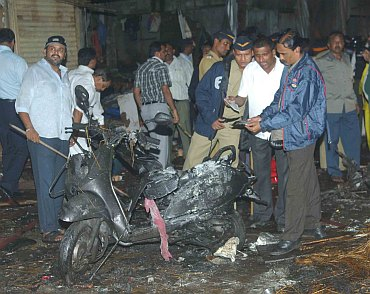 Members of the Bomb Squad and Mumbai police at Zaveri Bazaar, one of the blast sites in Mumbai