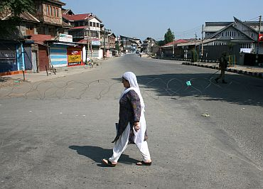 Complete shutdown in Srinagar on Wednesday in response to Hurriyat protest on Martyr's Day