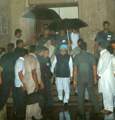 Prime Minister Manmohan Singh and Congress president Sonia Gandhi at JJ Hospital.
