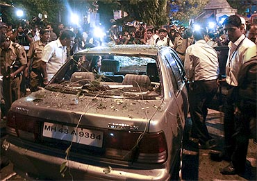 Plain clothed policemen at the blast site in Dadar