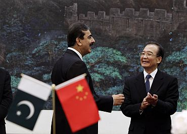 Pakistan's Prime Minister Yusuf Raza Gilani speaks to China's Premier Wen Jiabao in Beijing