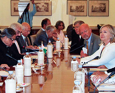 Clinton and Krishna attend a meeting with their delegations in New Delhi