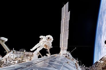 Astronaut Robert L Curbeam, mission specialist, participates in the second of three STS-98 sessions of extravehicular activity. He was joined on all three space walks by astronaut Tom Jones.