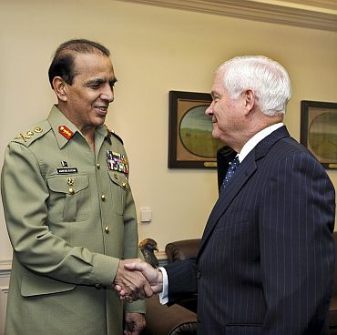 Pakistan Army Chief Parvez Kayani with former US Defence Secretary Robert Gates