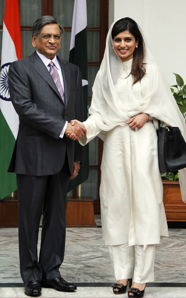 Pakistan's Foreign Minister Hina Rabbani Khar with External Affairs Minister S M Krishna