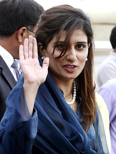 Pakistan's Foreign Minister Hina Rabbani Khar at the New Delhi airport