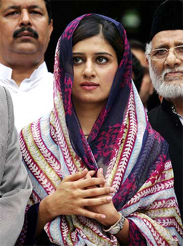 Pakistan's Foreign Minister Hina Rabbani Khar at the shrine of Sufi Saint Nizamuddin Auliya in New Delhi