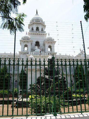 Andhra politics heats up, govt to face trust vote