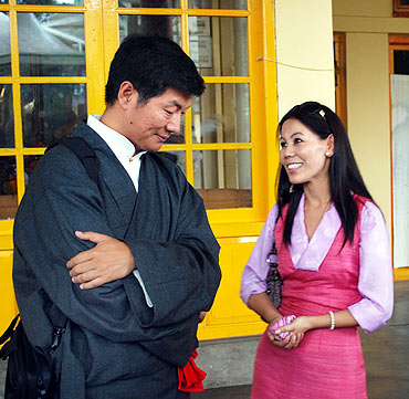 Lobsang Sangay speaks to a Miss Tibet runner up
