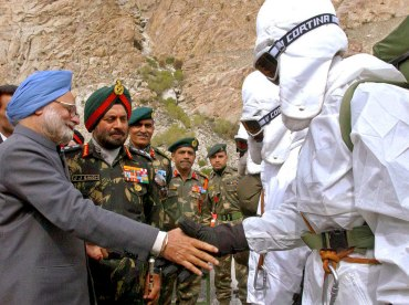 PM Manmohan Singh with Indian soldiers during his visit to the base camp in Siachen