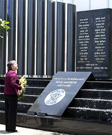 US Secretary of Homeland Security Janet Napolitano looks up at a memorial dedicated to policemen who lost their lives in the 26/11 assault on Mumbai