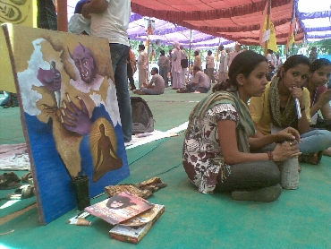 The painting depicting corrupt India was displayed at Ramlila Ground