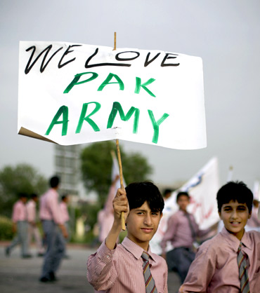 Protesters rally in favour of Pakistan's army