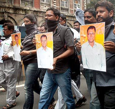Journalists protest J Dey's murder in Mumbai on Monday