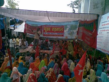 CPI-M activists protesting against the incident at the local market