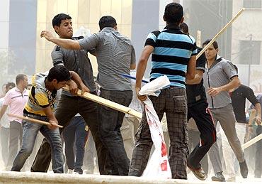 upporters of Iraq's Prime Minister Nuri al-Maliki clash with anti-government protesters