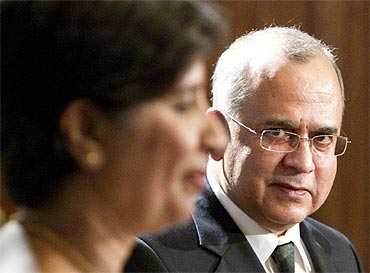 Pakistan's Foreign Secretary Salman Bashir with his Indian counterpart Nirupama Rao