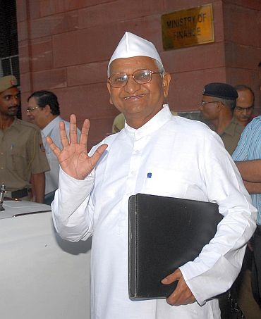 'Anna's comparison of Lokpal with institutions like CVC, CBI was completely arduous'