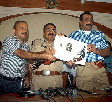 Mumbai Police Commissioner Arup Patnaik and Joint Commissioner of Police (Crime) Himanshu Roy address a press conference after 'cracking' the J Dey murder case on Monday
