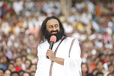 Sri Sri Ravi Shankar addressing a huge gathering