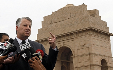 Outgoing US ambassador to India Timothy Roemer  delivers his farewell speech at India Gate