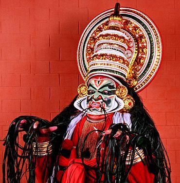 Kerala Kalamandalam Kathakali troupe