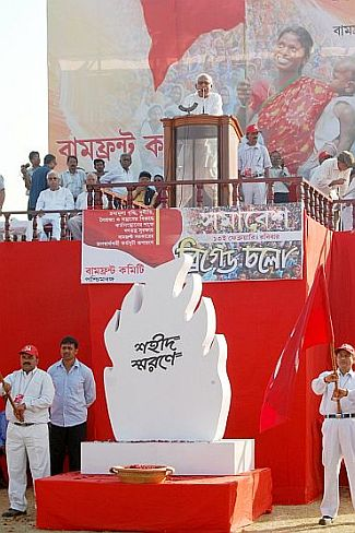 Chief Minister Buddhadeb Bhattacharya addressing an election rally