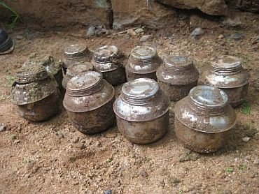 Country made bombs recovered from Nadapuram