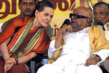 Karunanidhi with Congress President Sonia Gandhi at an election rally in Chennai, 2009