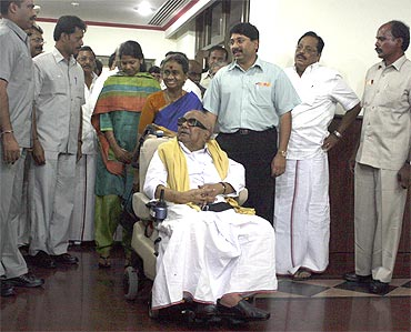 Karunanidhi with members of his family and party in Delhi, 2009