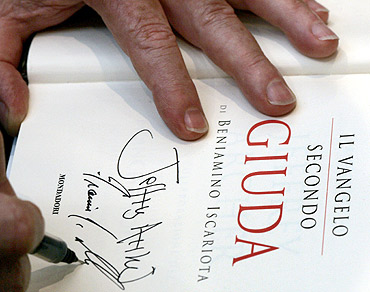 Jeffrey Archer signs an autograph in Rome