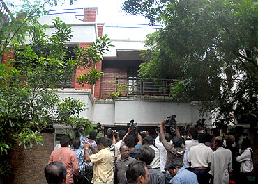 Television cameramen fight for space outside the residence of Sadiq Batcha during a CBI raid in Chennai