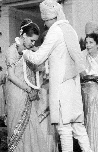Rajiv Gandhi with Sonia