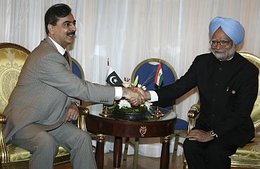 Pakistan's PM Gilani shakes hands with PM Singh during 15th Non-Aligned Movement summit in Sharm el-Sheikh