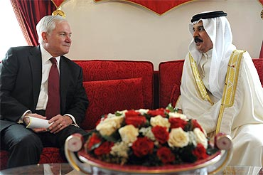US Defence Secretary Robert Gates with Bahrain's King Hamad bin Isa al-Khalifa at Sakhir Palace in Manama