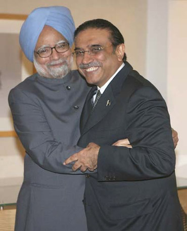 Prime Minister Manmohan Singh with Pakistan President Asif Ali Zardari