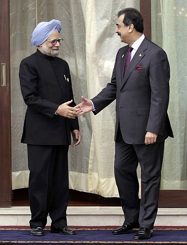 Dr Manmohan Singh and his Pakistani counterpart Yousuf Raza Gilani