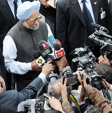 Prime Minister Manmohan Singh interacting with media persons
