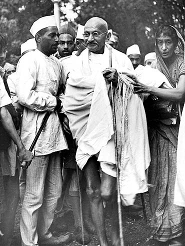 Mahatma Gandhi arrives at Simla to discuss the international situation with local Congress authorities and the Viceroy